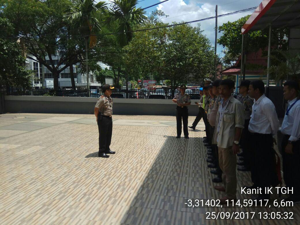 Kapolsek Banjarmasin Tengah Beserta Anggota Melaksanakan Pengamanan Aksi Unjuk Rasa DPD Pemuda Islam Kalsel