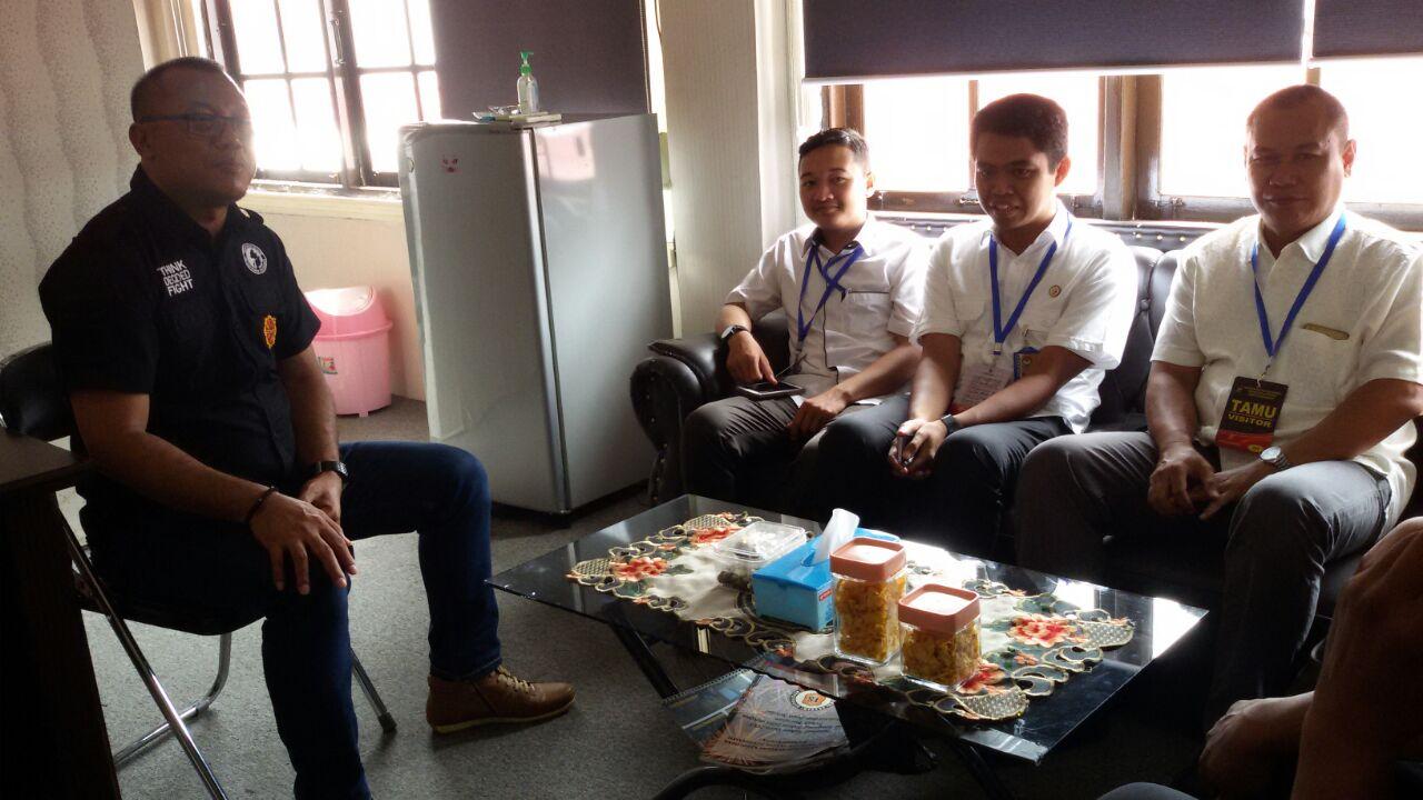 Lima Anggota Panwaslu Kota Banjarmasin Kunjungi Ruang Kasat Intelkam