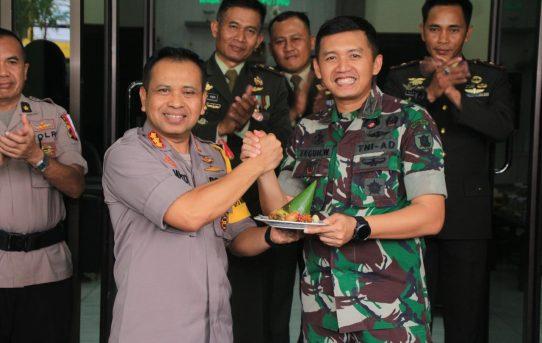 Ucapkan HUT TNI Ke - 73 , Kapolresta Banjarmasin Sambangi Kodim 1007 / Banjarmasin