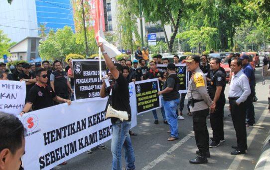 Polresta Banjarmasin Berikan Pengamanan Unras Yang Dilakukan Oleh Forum Driver Online (FDO) Kalsel