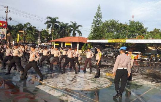 Polresta Banjarmasin : Jelang Pemilu 2019, Satuan Sabhara Tingkatkan Kemampuan Dalam latihan Borgol Polri Dan Tongkat T