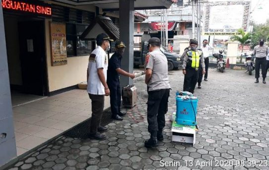 Dapat Bantuan Alat Semprot Dari DPRD Kota Banjarmasin, Polsek Banjarmasin Timur Akan Gencar Semprot Zona Merah