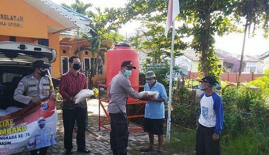 Jelang Hari Bhayangkara Ke-74, Polsek Banjarmasin Utara Bagi-Bagi Beras