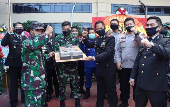 Syukuran Hari Bhayangkara Ke-74, Dandim 1007/Banjarmasin Berikan Kejutan Surprise