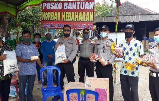 Peduli Korban Kebakaran Alalak Utara, Polsek Banjarmasin Utara Berikan Bantuan