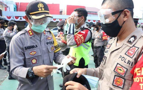 Lindungi Personel, Polresta Banjarmasin Bagikan APD