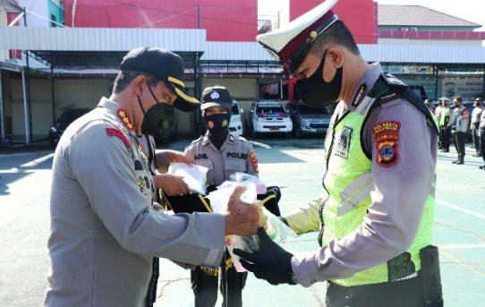 Bagikan APD, Kapolresta Banjarmasin: Upaya Dukung Pengamanan Pilkada