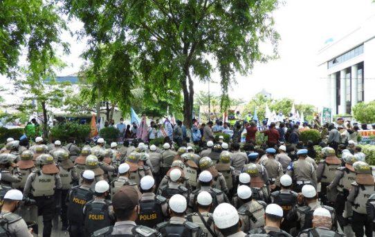 Ratusan Personil Dikerahkan Kawal Aksi Buruh di Banjarmasin