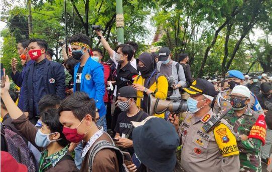 Kedepankan Sikap Humanis dan Persuasif, Pengamanan Aksi Mahasiswa Di Banjarmasin Berlangsung Aman