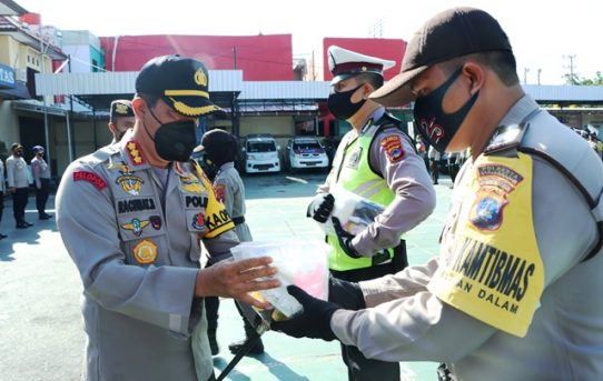 Dukung Tugas dan Lindungi Personel, Polresta Banjarmasin  Bagikan Ratusan APD