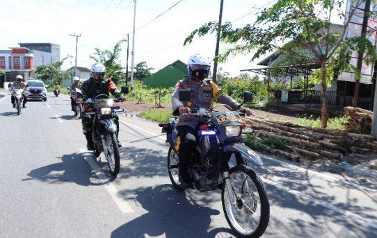 Naik Sepeda Motor, Kapolresta Banjarmasin Dampingi Forkompinda Kalsel Kunjungi Pasien Isolasi Mandiri Covid-19