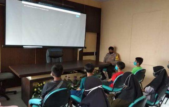 Polsek Banjarmasin Barat Bantu Siswa SDN Pelambuan 4 Ikuti Pembelajaran Online