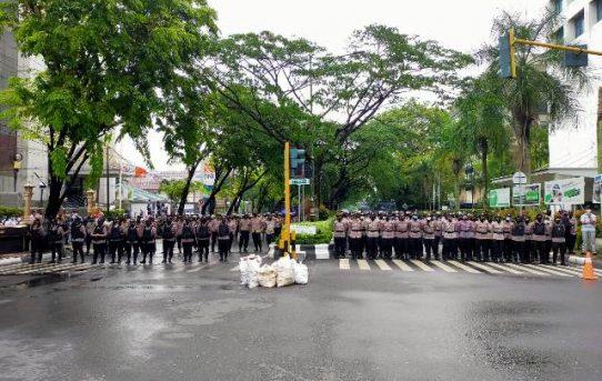 Demo Di Hari Sumpah Pemuda, Ratusan Polisi Dikerahkan Pengamanankan dan Mengawal Aksi Mahasiswa Di Banjarmasin
