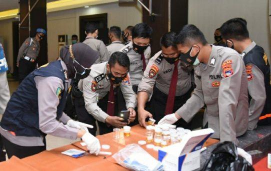 Personel Dit Pam Obvit Polda Kalsel Jalani Pemeriksaan Urine Mendadak