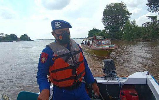 Speedboat Terombang Ambing Kehabisan Bahan Bakar, Di Selamatkan Satuan Polair Polresta Banjarmasin