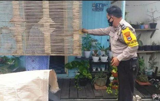 Bhabinkamtibmas Belitung Selatan Berikan Support Pasien Covid Karantina Mandiri Yang Ada Di Wilayahnya