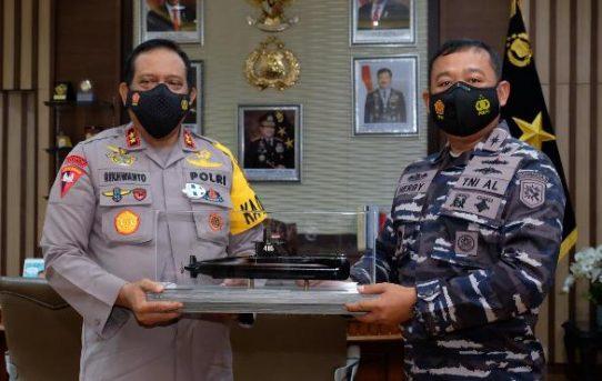 Kapolda Kalsel Sambut Silaturahmi Danlanal Baru Kolonel Laut (P) Herbiyantoko, M.Tr. Hanla