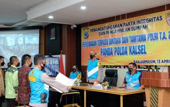 Polda Kalsel Laksanakan Penandatanganan Pakta Integritas dan Pengambilan Sumpah Penerimaan Bintara dan Tamtama Polri TA.2021