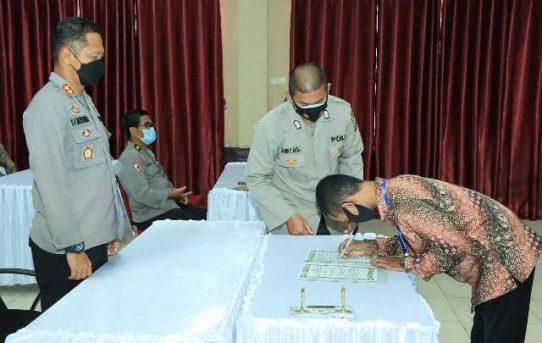Polresta Banjarmasin Gelar Penandatanganan Pakta Integritas dan Pengambilan Sumpah Penerimaan Bintara dan Tamtama Polri TA.2021