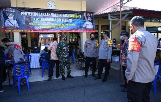 Pastikan Tepat Sasaran, Kapolda Kalsel Tinjau Langsung Vaksinasi Massal di Banjarmasin