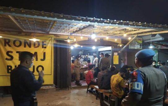Sosialisasikan Jam Malam, Personel Gabungan Di Banjarmasin Sasar Cafe