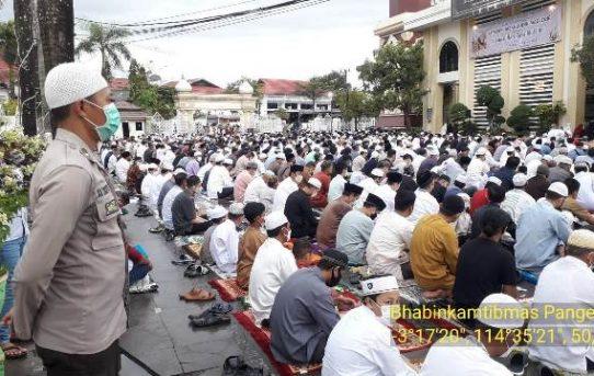 Pengamanan Sholat Idul Fitri 1442 H, Polresta Banjarmasin Bantu Panitia Mesjid Terapkan Prokes