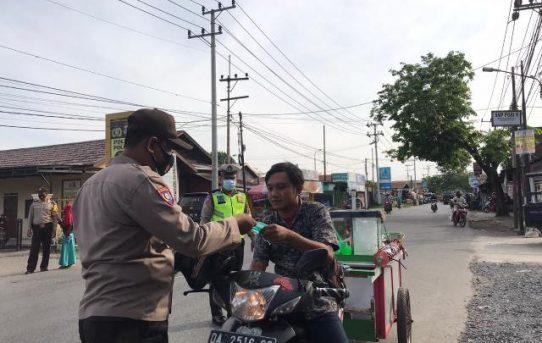 Operasi Yustisi Polsek Banjarmasin Barat Temukan Pelanggar Prokes Dan Bagikan Masker