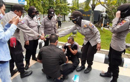 Amankan Aksi Unras, Tiga Personel Polri Terluka Dan Satu Dirawat Di Rumah Sakit