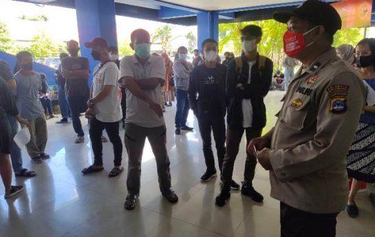 Antusias Warga Tinggi Untuk di Vaksin di GOR Hasanuddin HM, Polisi Atensi Pelaksanaan Prokes