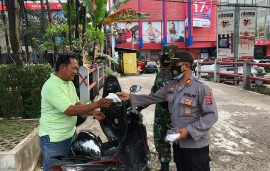 Operasi Yustisi PPKM Level IV, Polresta Banjarmasin Edukasi Prokes Dan Bagikan Masker