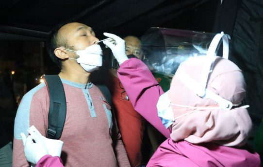 Lintasi Pos Penyekatan PPKM Level IV Kota Banjarmasin, Warga Di Antigen