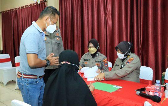Polresta Banjarmasin Salurkan Bantuan Tunai Tahap Pertama Untuk Pedagang Kaki Lima dan Warung