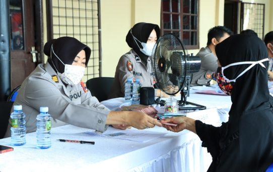 246 Orang Menerima BTPKLW Tahap Ke-13 Di Polresta Banjarmasin